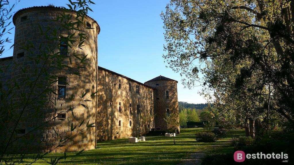 Château des Ducs de Joyeuse - одна из лучших гостиниц дворцов во Франции