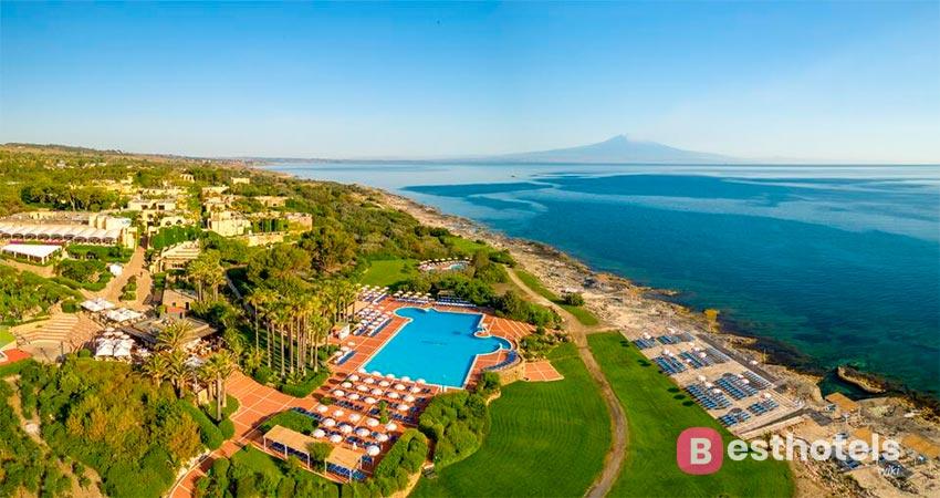 наилучший курорт Сицилии со своим пляжем - Brucoli Village