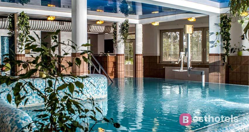 Самый близлежащий отель к озеру в Хевизе - Spa Heviz