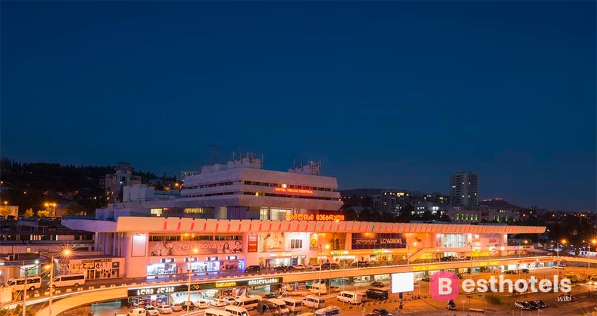 Блестящий гостиничный комплекс в Тбилиси - Central by Mgzavrebi