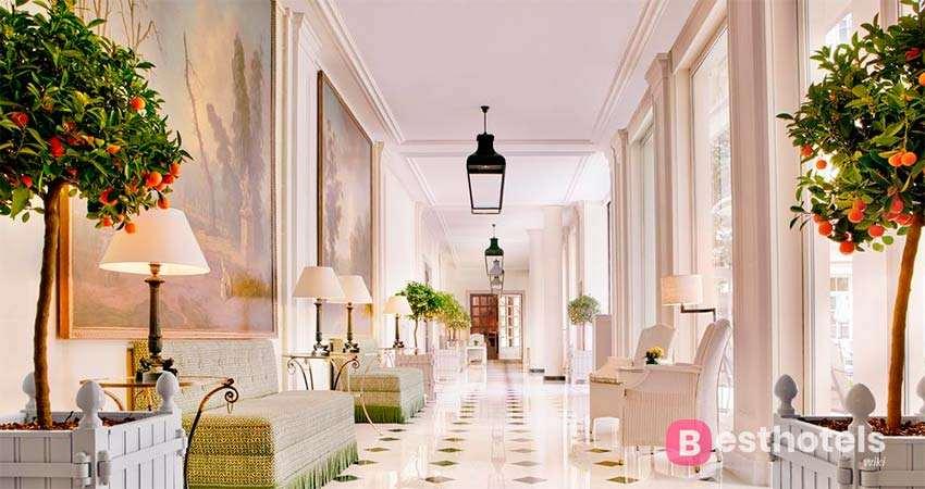 Le Bristol - одна из самых элитных гостиниц в Париже