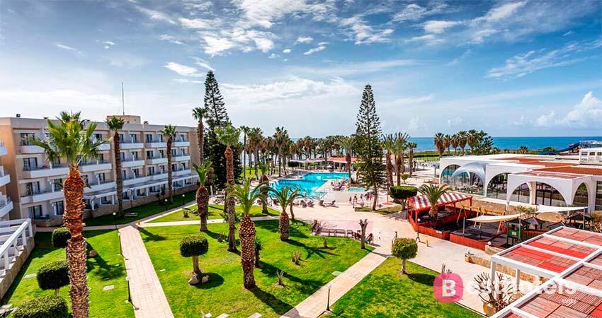 Louis Phaethon Beach - места для отдыха семьей на Кипре