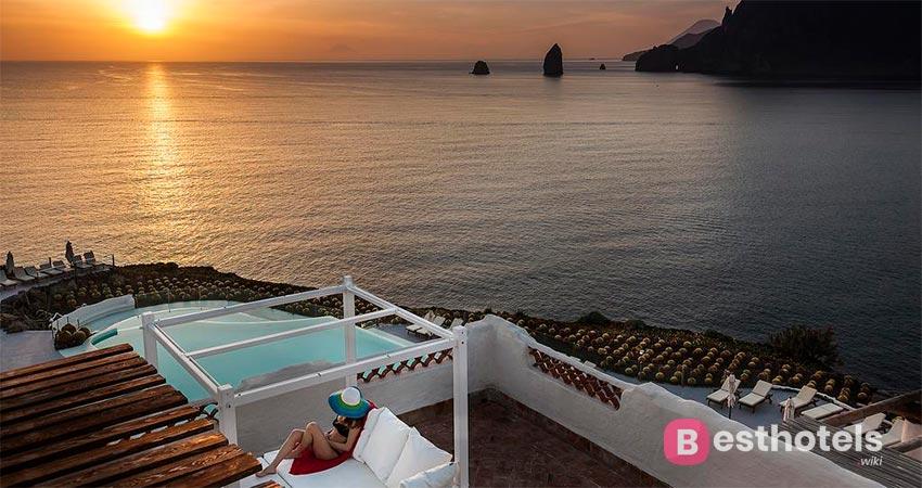 первостатейная гостиница Сицилии со своим пляжем - Therasia